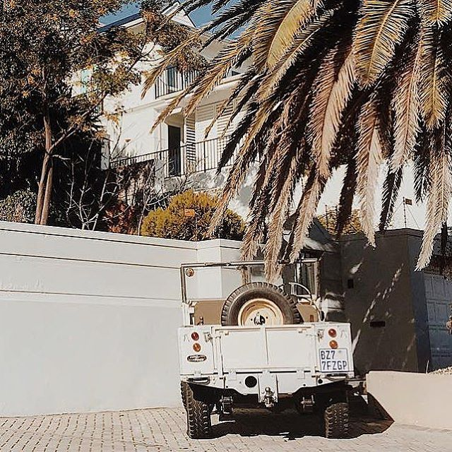 White after Labor Day is permissible 📷: @jongolozi⠀ .⠀ .⠀ .⠀ .⠀ .⠀ .⠀ #landroverseries #defenderlove #landrover #defender90 #4x4 #classiccars #parkinglotdelegance #bestofbritish #landylove #defenderlife #exploremore #getoutside #traveltuesday #best4x4xfar #getoutanddrive #porsche911 #turbo #polerstuff #vscocam #vanlife #adventuremobile #amagansett #classicdriver #carsandcoffee #lostrover