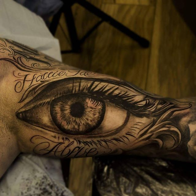 @gazfarmertattooist finishing off a sleeve with a lovely looking eye last week! @ezcartridgecouk @elgatonegrotatt @barber_dts