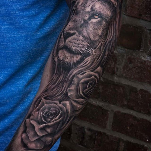 Top class lion and rose piece by @gazfarmertattooist @barber_dts @elgatonegrotatt @ezcartridgecouk #lion #liontattoo #roses #rosetattoo #tattoo #tattoos #sleevetattoo #blackandgreytattoo #blackandgreysleeve #barberdts #elgatonegrotatt #ezcartridgecouk #dmoneyshomebrew #cheyennetattooequipment #uktattoos #uktattooartists #ukkta #ink #inksav #tattooartistmagazine #superbtattoos #inkig #thismortalcoiltattoogallery