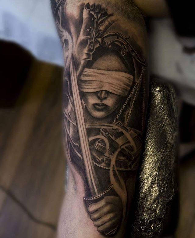Fantastic piece by @gazfarmertattooist today .....And justice for all #ladyjustice #justice #andjusticeforall #metallica #metallicatattoo #corruption #blackandgreytattoo #blackandgrey #tattoo #tattoos #ink #dmoneyshomebrew #barberdts #elgatonegrotatt #ezcartridgecouk #tattooartistmagazine #uktattoos #uktattooartists #ukkta #sullen #inkaddict #superbtattoos #manchestertattoo #thismortalcoiltattoogallery