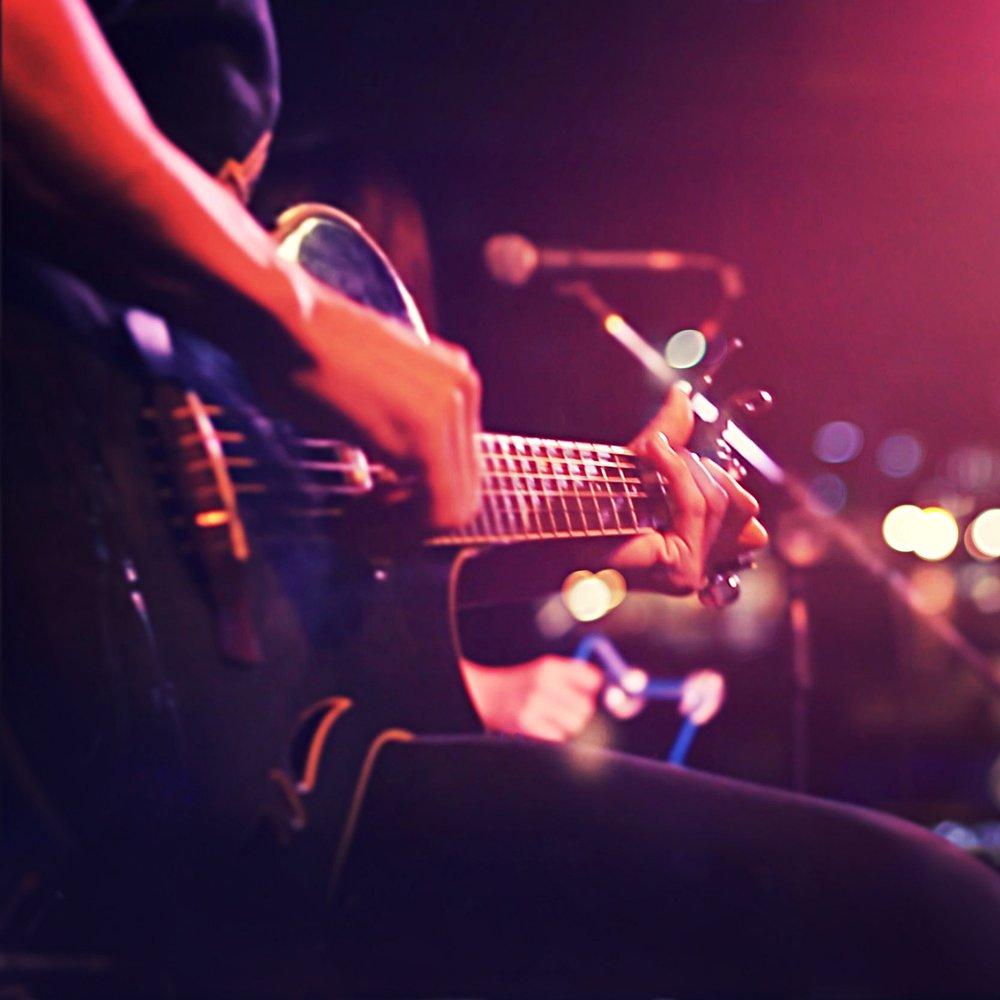 LIVE MUSIC > -