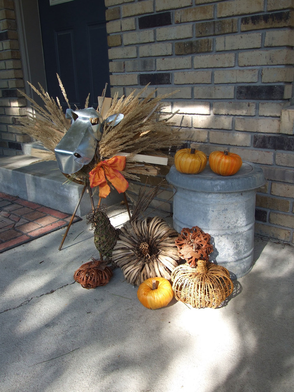 It's early September and already I'm looking forward to cooler autumn breezes, coloured leaves and a welcome respite from summer's searing heat. Yesterday I put a new autumn display on my front porch that includes something new - an adorable metal sheep I purchased over the summer.
