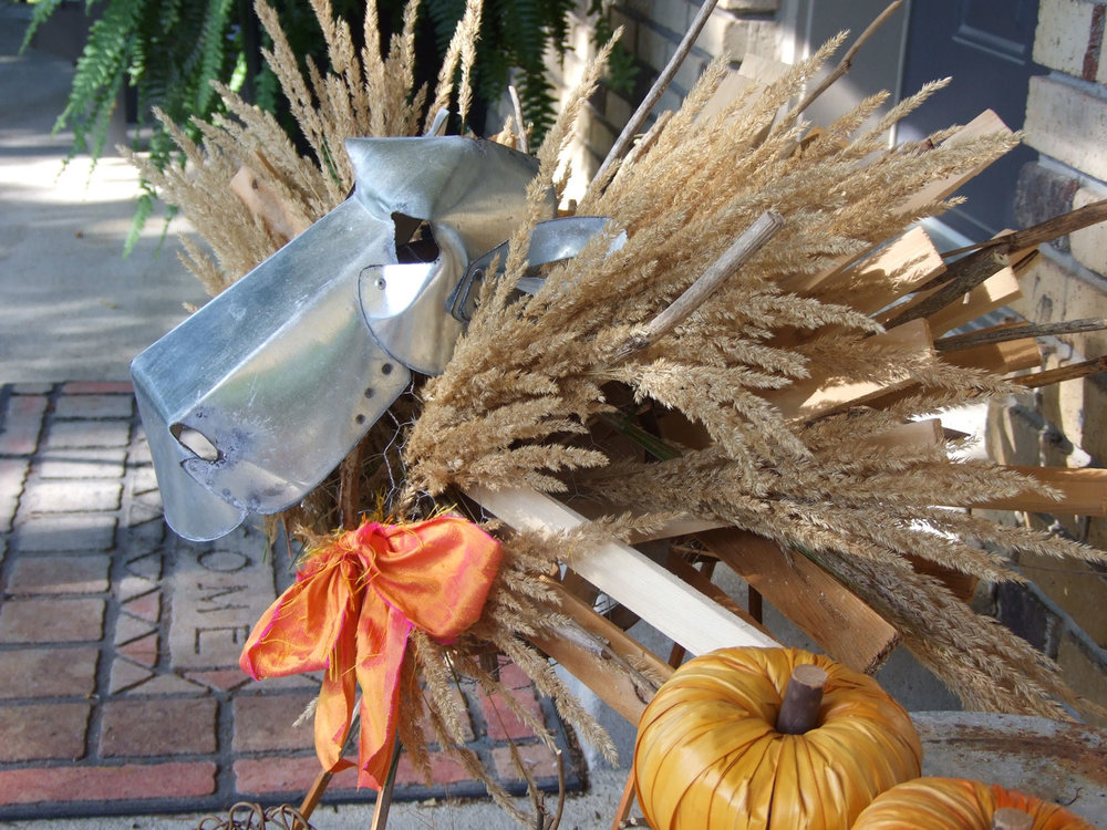 Sean makes an great addition to the autumn display. Fast and easy - and with simply things I already had on hand. Happy fall!