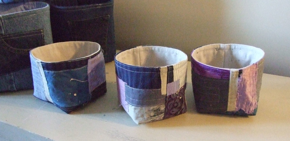 Another time, I'll give details about these bowls, made with fabric scraps inspired by Japanese Boro fabrics.  Enjoy!