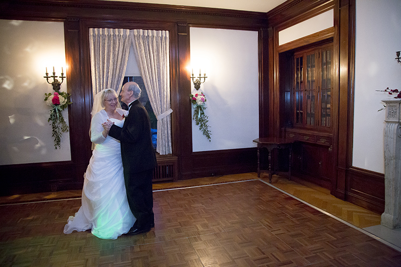 12-gale-mansion-minneapolis-minnesota-bride-groom-first-dance-old-love-melanie-mahonen-photography