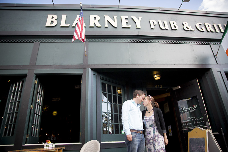 01-dinkytown-minneapolis-university-of-minnesota-engagement-session-blarney-pub-melanie-mahonen-photography