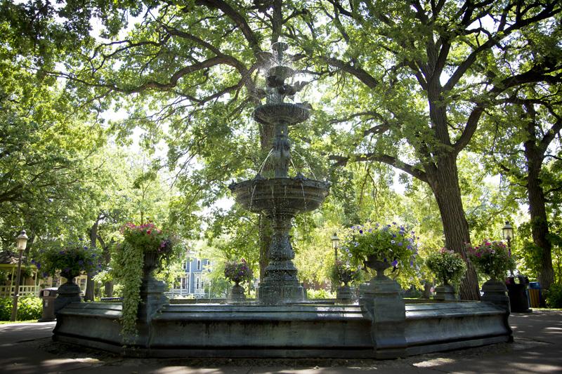 01-irvine-park-st-paul-minnesota-spring-summer-fountain-melanie-mahonen-photography