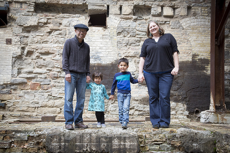 01-mill-city-ruins-park-minneapolis-minnesota-japanese-american-family-fall-session-courtyard-melanie-mahonen-photography