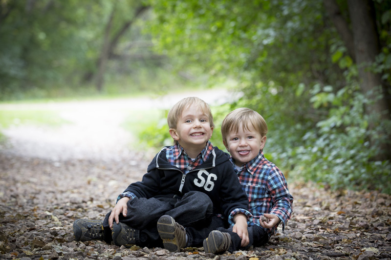02-french-park-minnesota-fall-family-session-siblings-melanie-mahonen-photography