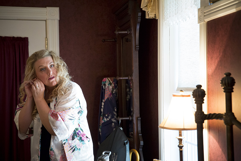 03-bride-getting-ready-bed-and-breakfast-still-water-minnesota-melanie-mahonen-photography