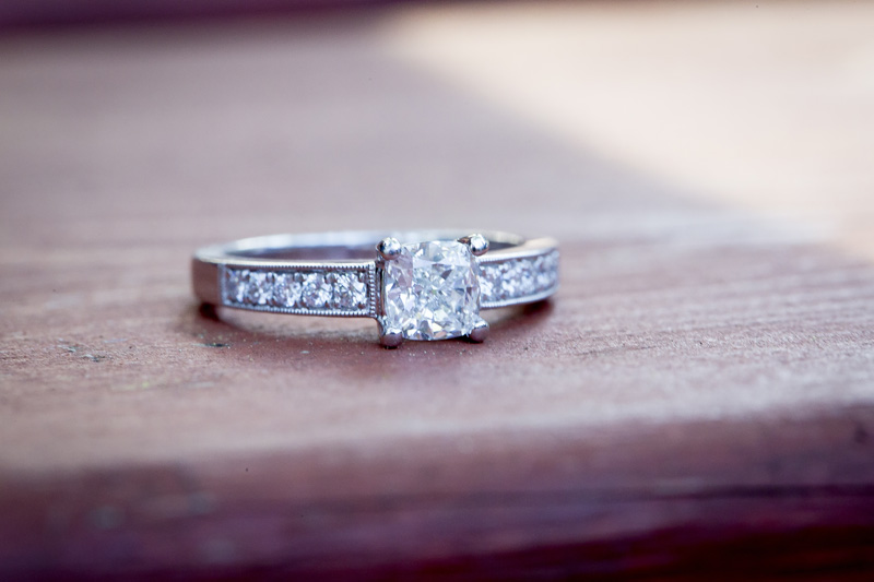 03-engagment-ring-detail-shot-melanie-mahonen-photography