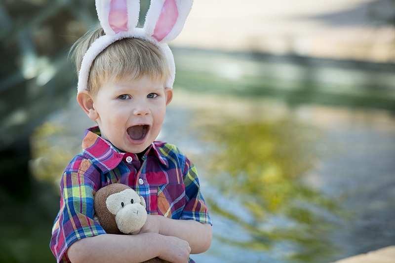 03-spirng-easter-child-portrait-bunny-ears-minneapolis-sculpture-garden-conservatory-minnesta-melanie-mahonen-photography