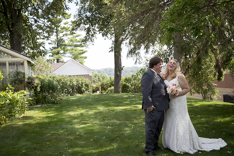 09-summer-wedding-day-bride-groom-garden-minnesota-melanie-mahonen-photography