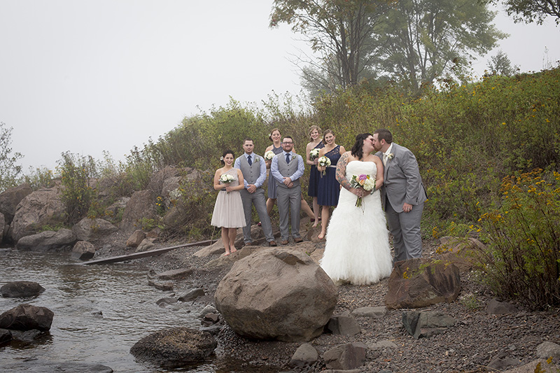 09-two-harbors-minnesota-wedding-party-downtown-lighthouse-rock-beach-foggy-melanie-mahonen-photography