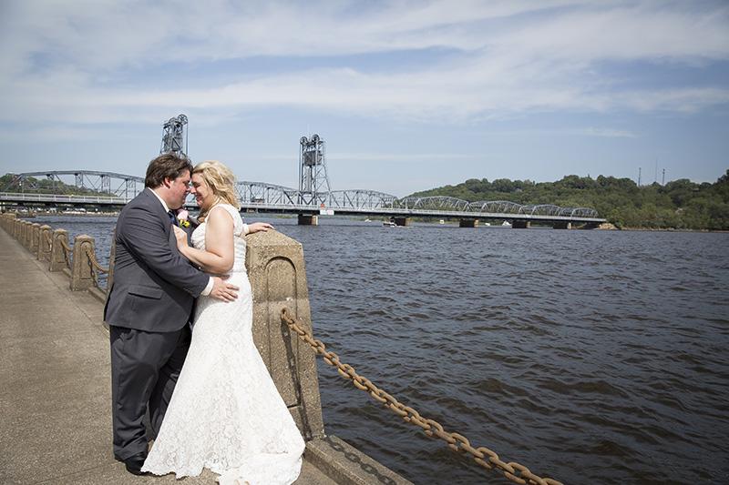 10-dowtown-stillwater--minnesota-summer-wedding-bride-groom-mississippi-river-melanie-mahonen-photography