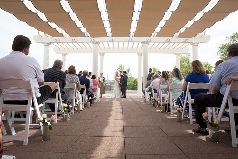 13-downtown-stillwater-minnesota-public-library-rooftop-wedding-ceremony-melanie-mahonen-photography