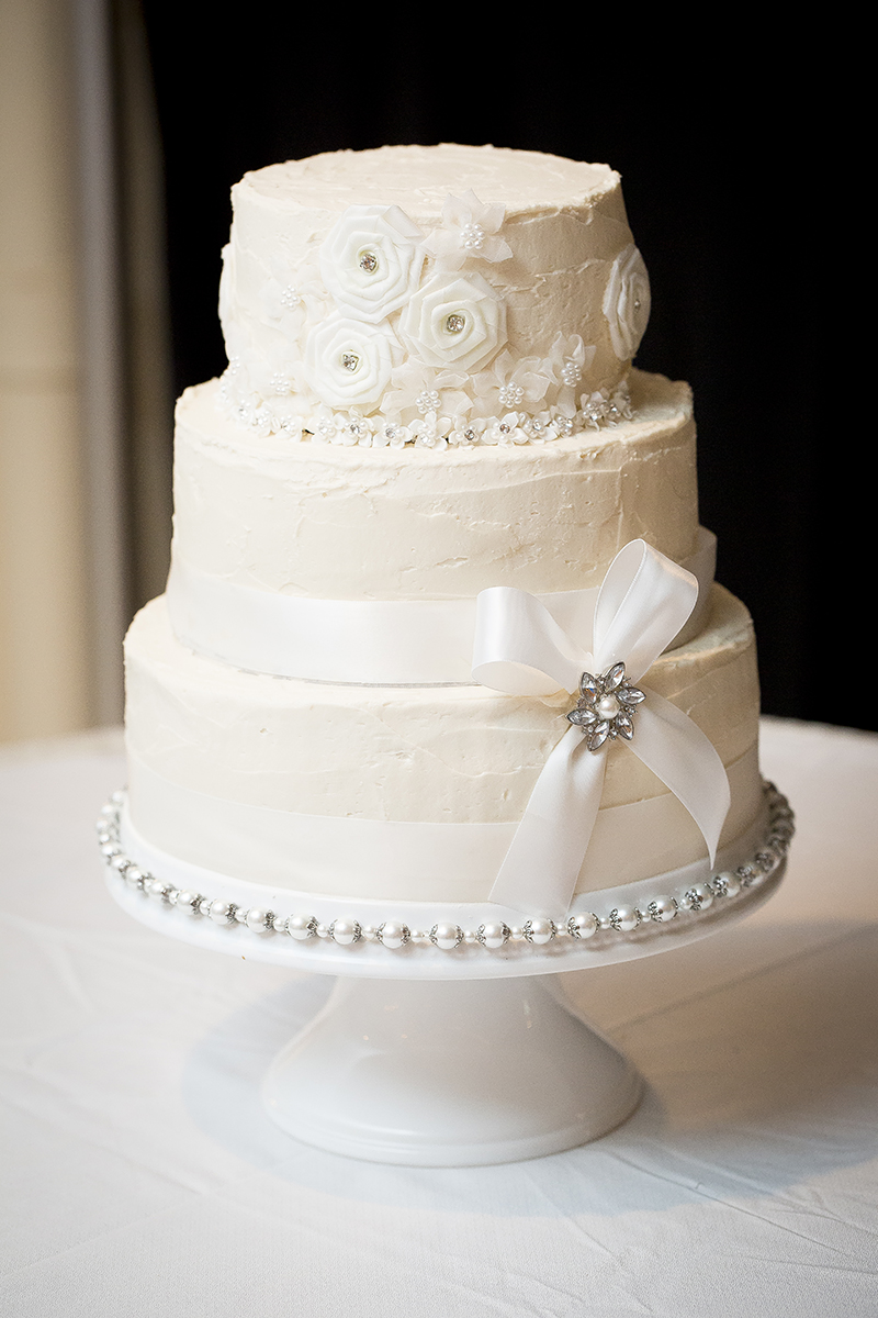 diy-simple-white-wedding-cake-ribbon-bling-melanie-mahonen-photography