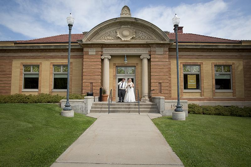 downtown-stillwater-minnesota-public-library-wedding-bride-groom-melanie-mahonen-photography