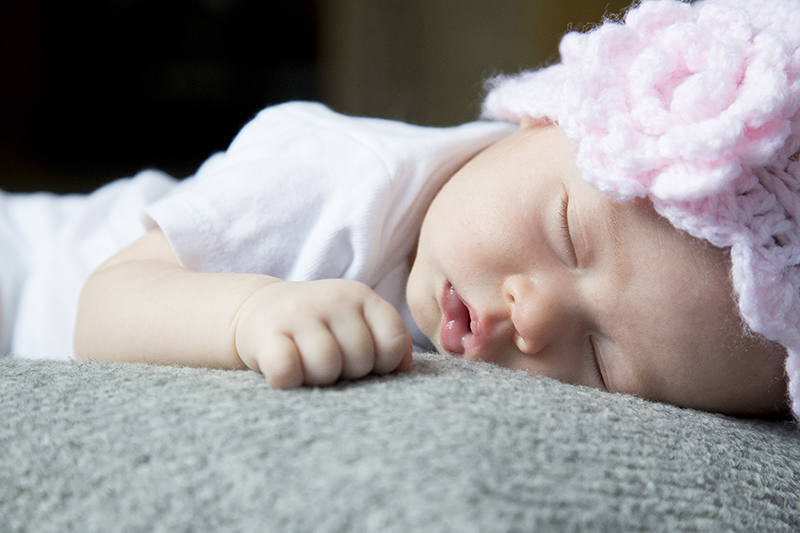 in-home-newborn-session-baby-girl-melanie-mahonen-photography