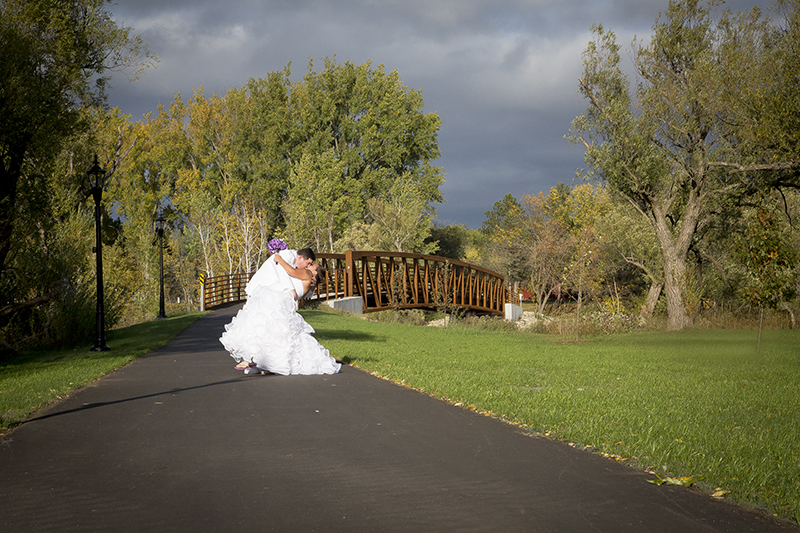 park-rapids-northern-minnesota-fall-wedding-day-stormy-sky-melanie-mahonen-photography