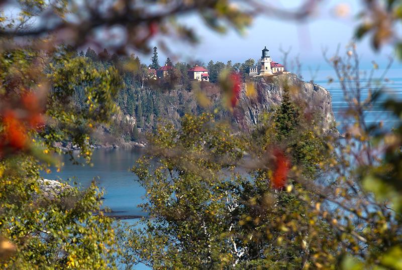 split-rock-lighthouse-fall-colors-north-shore-minnesota-lake-superior