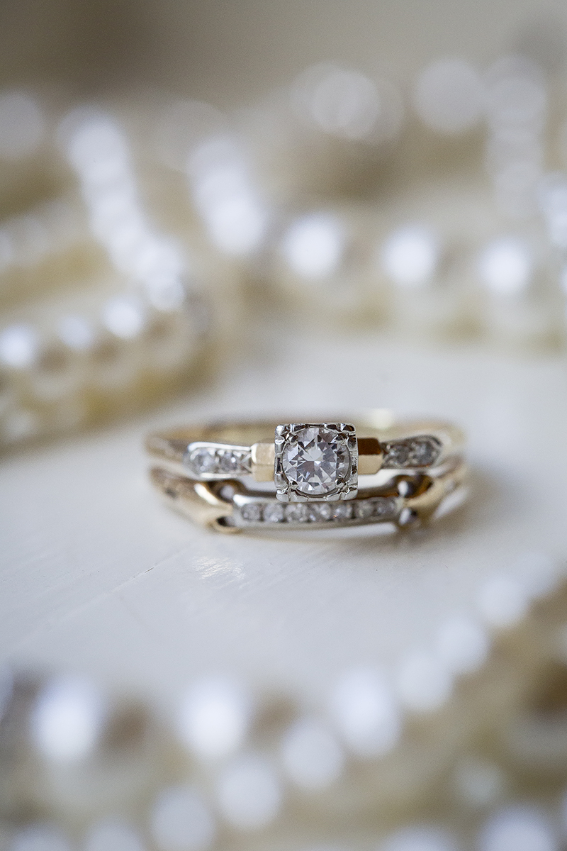 vintage-wedding-ring-yellow-gold-diamond-heirloom-detail-shot-melanie-mahonen-photography