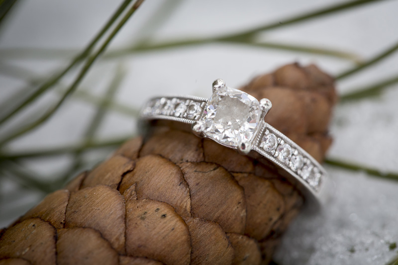 06-winter-engagment-ring-detail-shot-snow-pine-cone-melanie-mahonen-photography