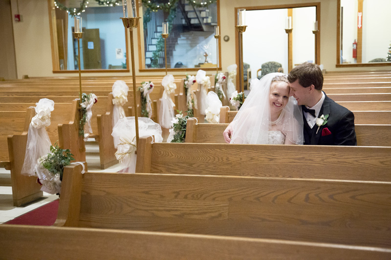 08-peace-lutheran-church-coon-rapids-minnesota-bride-groom-pew-pre-ceremony-christmas-winter-wedding-melanie-mahonen-photography