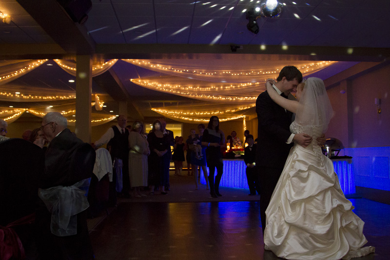 22-bride-groom-first-dance-melanie-mahonen-photography