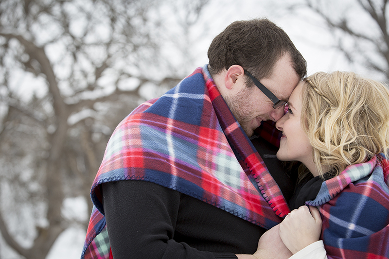 winter-engagement-session-plaid-blanket-snuggles-theodore-wirth-park-minneapolis-minnesota-melanie-mahonen-photography