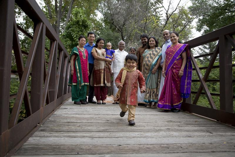 01-large-indian-family-portrait-candid-shot-maple-grove-arboretum-minnesota-bridge-melanie-mahonen-photography
