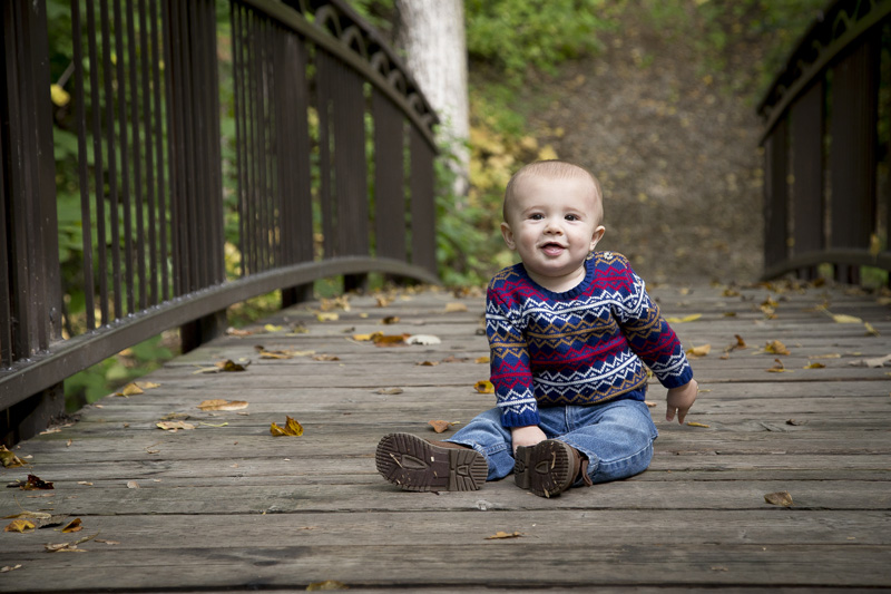 01-one-year-old-session-bridge-minneapolis-park-minnesota-fall-melanie-mahonen-photography