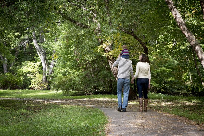 05-minneapolis-park-fall-family-session-path-melanie-mahonen-photography