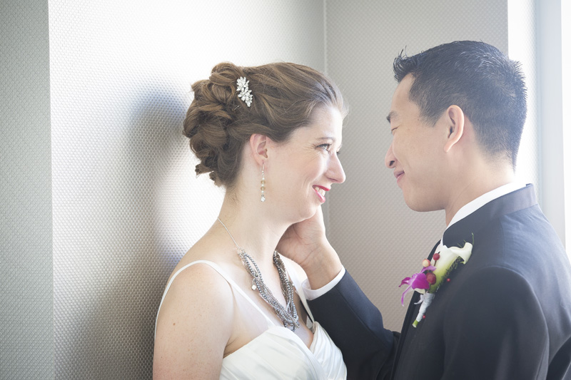 06-radisson-blu-mall-of-america-wedding-day-bride-groom-casual-portrait-melanie-mahonen-photography