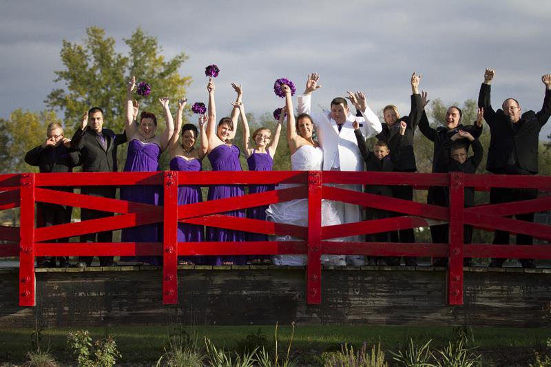 06-red-bridge-in-park-rapids-northern-minnesota-wedding-party-melanie-mahonen-photography