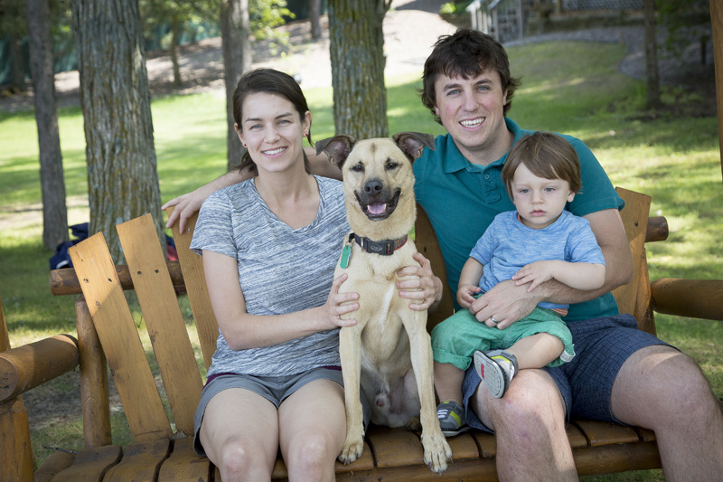 08-family-dog-cabin-photo-session-melanie-mahonen-photography