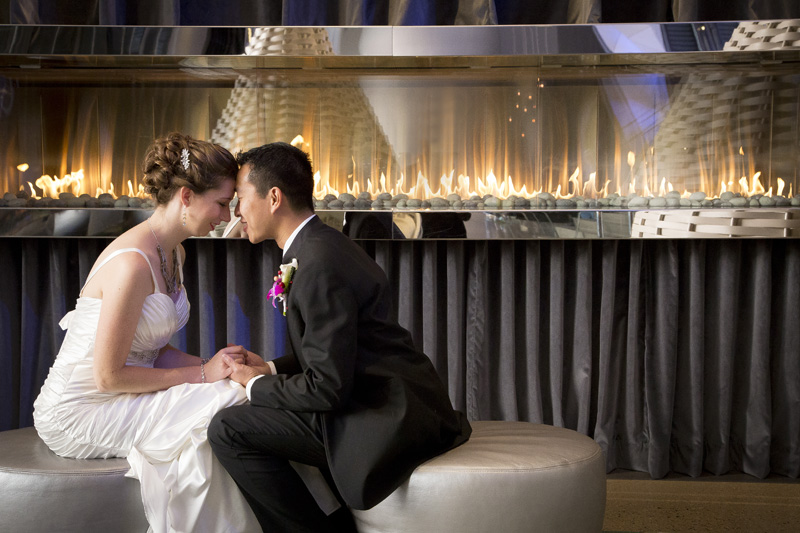09-radisson-blu-mall-of-america-minnesota-lobby-fireplace-bride-groom-melanie-mahonen-photography