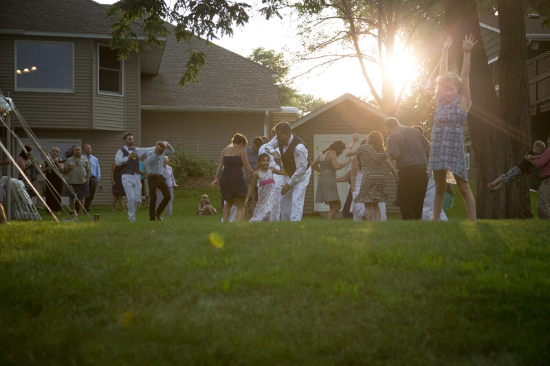 17-minnesota-backyard-wedding-reception-dance-summer-sunset-melanie-mahonen-photography