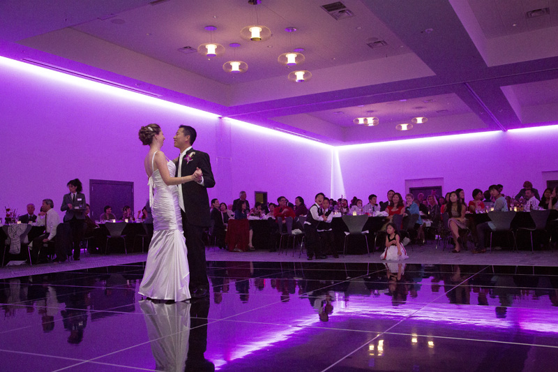 20-radisson-blu-mall-of-america-bloomington-minnesota-wedding-reception-bride-groom-first-dance-melanie-mahonen-photography