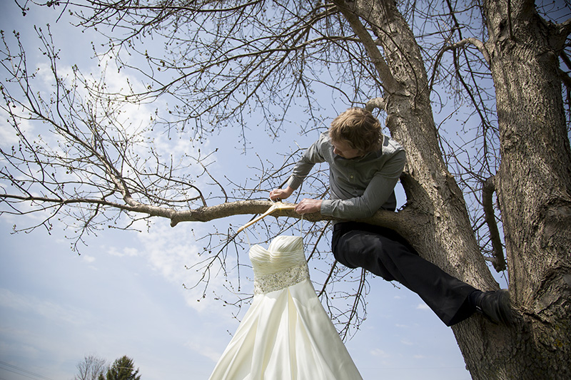 wedding-photographer-behind-the-scenes-hanging-dress-in-tree-melanie-mahonen-photography