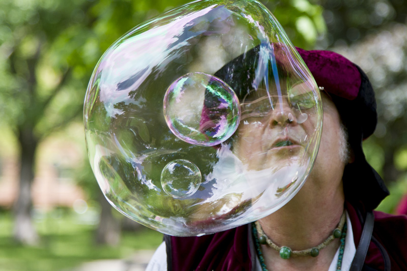 01-at-anthony-park-arts-festival-saint-paul-minnesota-the-baron-of-bubble-melanie-mahonen-photography