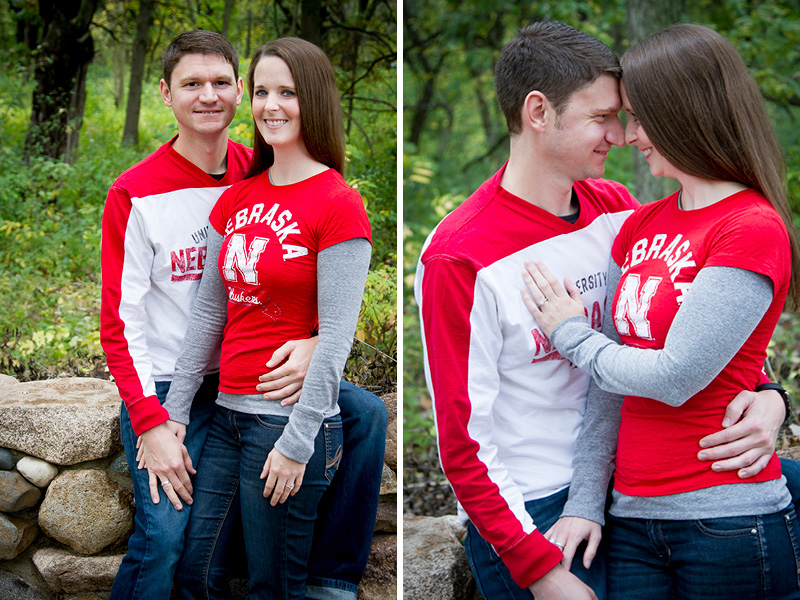 01-burwell-park-minnetonka-minnesota-fall-engagement-session-nebraska-fans-melanie-mahonen-photography