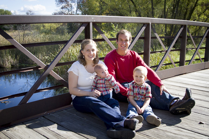 01-clifton-e-french-regional-park-thre-rivers-parks-plymouth-minnesota-early-fall-family-session-melanie-mahonen-photography