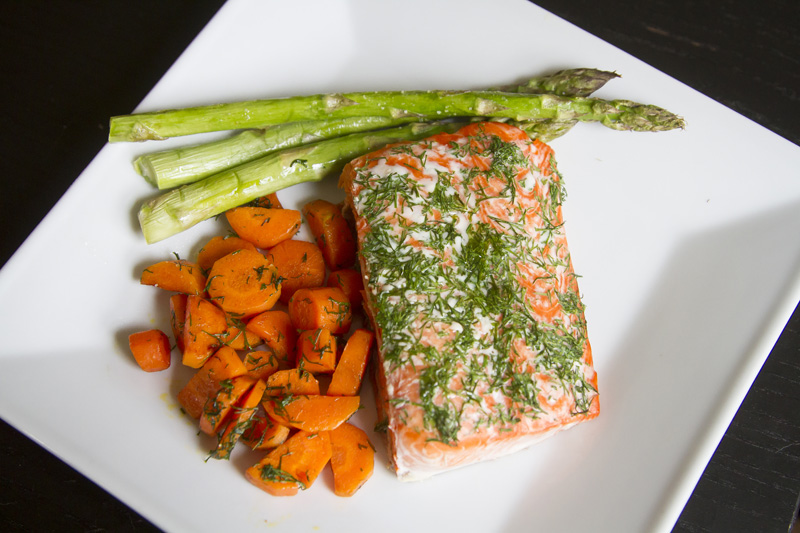 01-baked-salmon-spring-vegetables-carrots-asparagus-food-photography-melanie-mahonen