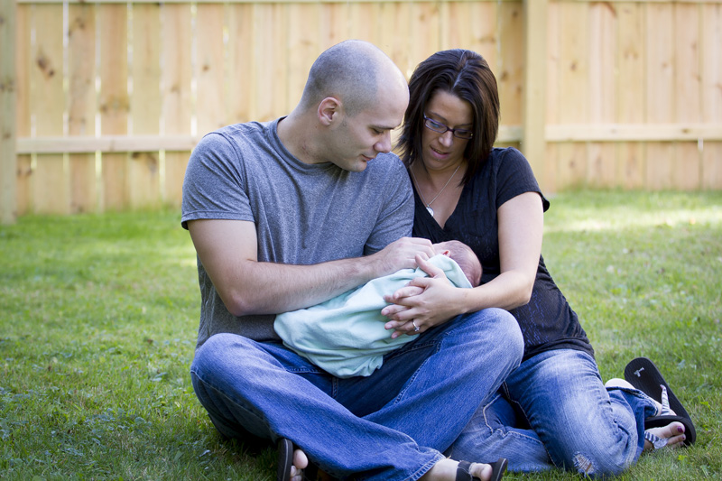 01-in-home-newborn-session-baby-boy-family-melanie-mahonen-photography