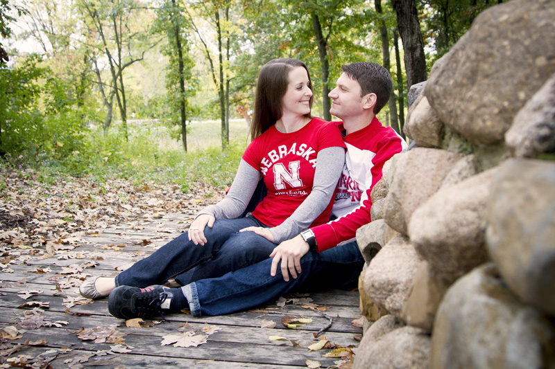 02-fall-engagement-session-casual-fun-portraits-minnesota-melanie-mahonen-photography