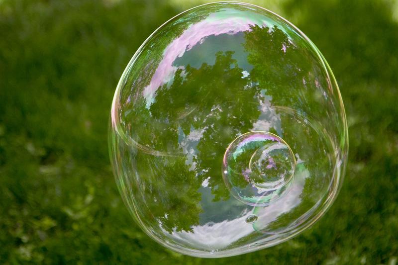 02-giant-bubble-melanie-mahonen-photography