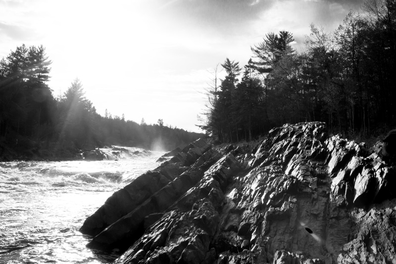 03-jay-cooke-state-park-river-minnesota-north-shore-blak-and-hite-rocks-sunlight-flare-melanie-mahonen-photography