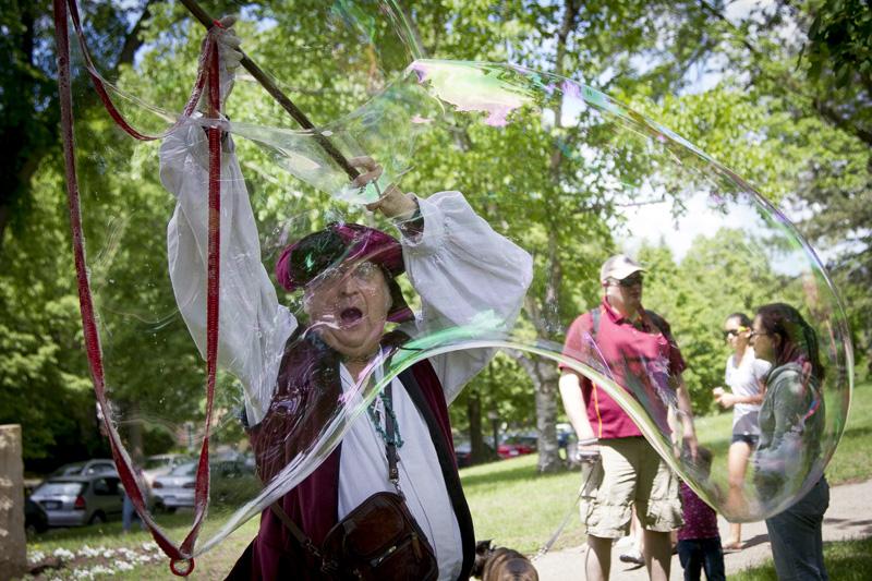 03-the-baron-of-bubble-st-anthony-park-arts-festival-saint-paul-minnesota-melanie-mahonen-photography