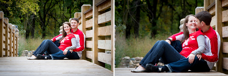 05-fall-engagment-session-bridge-nebraska-fans-casual-fun-candid-portraits-melanie-mahonen-photography